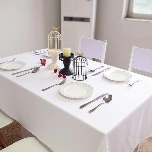 מפת שולחן חגיגית לבנה
