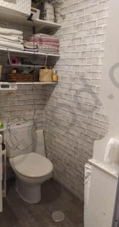 טפט בשירותים